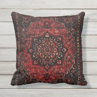 Olhar do tapete persa no campo matizado rosa almofada