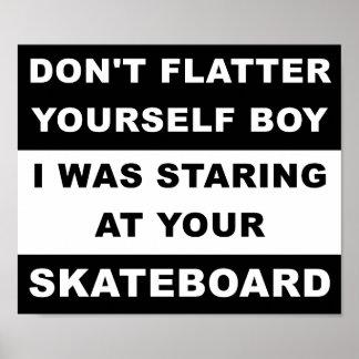 Olhar fixamente em seu poster engraçado do skate
