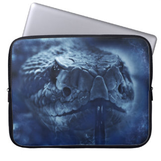 Olhar fixo do cascavel bolsas e capas de notebook