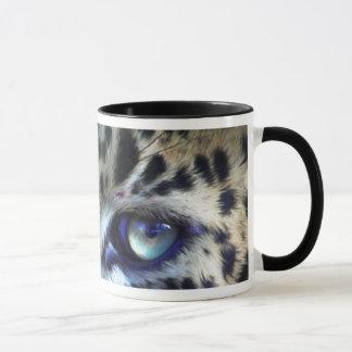 Olhos de uma caneca da arte do leopardo