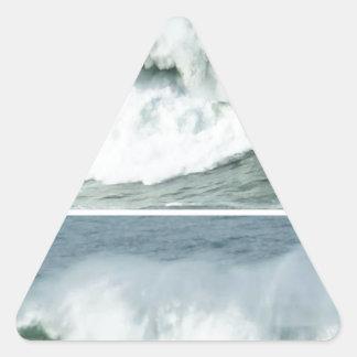 ONDAS DA MARÉ ALTA - PRAIAS DO OCEANO ADESIVO TRIANGULAR