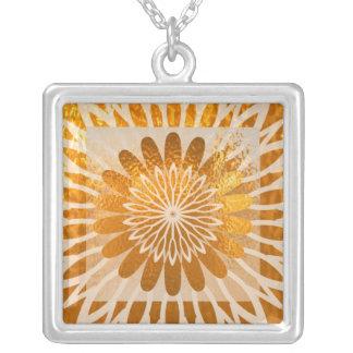 Ondas douradas do diamante da energia colares personalizados