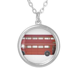 Ônibus do vermelho do autocarro de dois andares colar banhado a prata