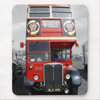Ônibus vermelho matizado B/W Mousepad de Londres