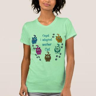 Oops!  Eu adotei um outro gato! T-shirts