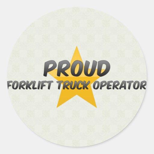 Operador de caminhão orgulhoso da empilhadeira adesivo redondo