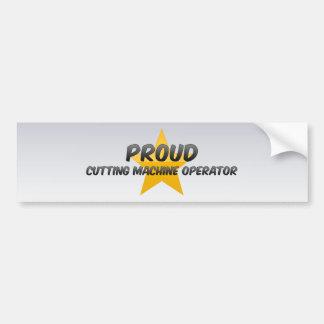 Operador de máquina orgulhoso do corte adesivo