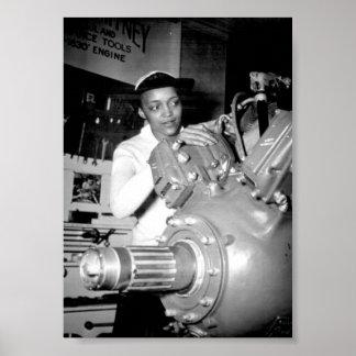 Operário da mulher com motor de aviões pôsteres