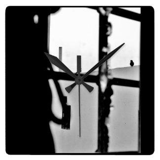 Opinião da janela relógio quadrado