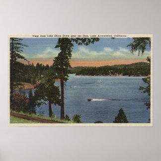 Opinião da movimentação da costa do lago, perto da pôsteres