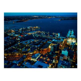 Opinião da torre do céu - cartão do porto de cartão postal