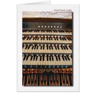 Órgão de tubulação na igreja do templo, cartão de