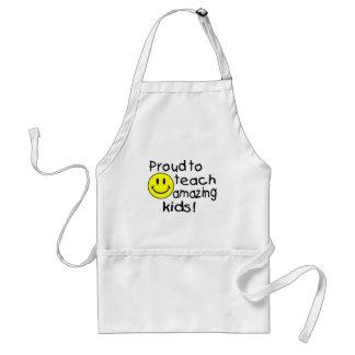 Orgulhoso ensinar miúdos surpreendentes (smiley) avental