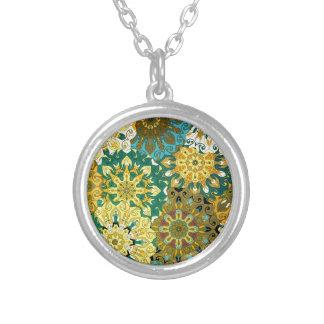 Oriente a mandala azul & amarele o motivo indiano colar banhado a prata