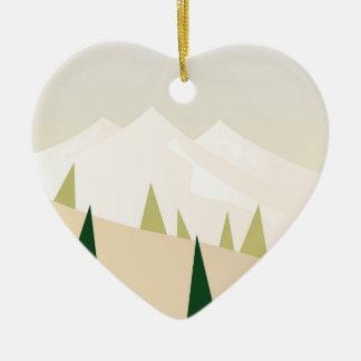 Ornamento acrílico do coração com montanhas