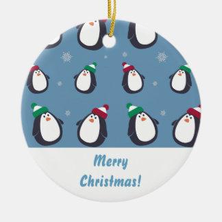 Ornamento bonito dos pinguins do Natal