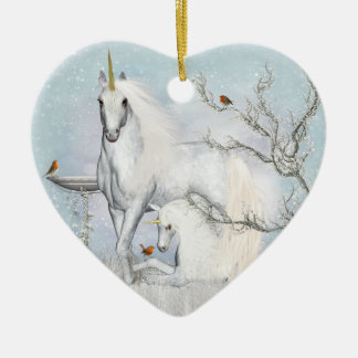 Ornamento cerâmico do coração dos robins e dos