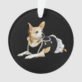 Ornamento Chihuahua glam pintada bege no fundo preto