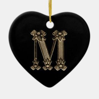 Ornamento dado forma da letra M coração inicial