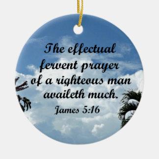 Ornamento De Cerâmica 5:16 de James a oração fervente effectual de