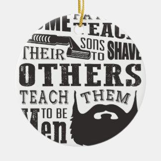 Ornamento De Cerâmica A barba, algum pai ensina para barbear outro para
