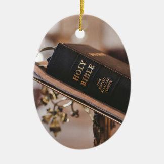 Ornamento De Cerâmica A Bíblia Sagrada