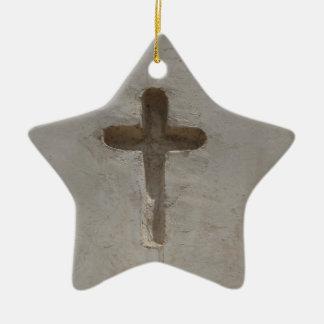 Ornamento De Cerâmica A cruz cristã primitiva personaliza a bíblia