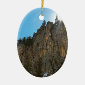 Ornamento De Cerâmica A garganta de Boulder reduz o pináculo