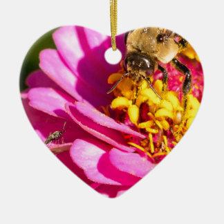Ornamento De Cerâmica abelha e inseto que estão em uma flor roxa