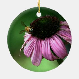 Ornamento De Cerâmica Abelha na flor