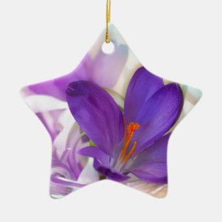 Ornamento De Cerâmica Açafrão e lírio do arranjo floral de vale.