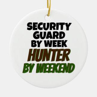 Ornamento De Cerâmica Agente de segurança pelo caçador do dia em o fim