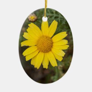 Ornamento De Cerâmica Amarelo do cu da flor da margarida