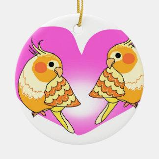 Ornamento De Cerâmica Amor do pássaro do Cockatiel no ramo