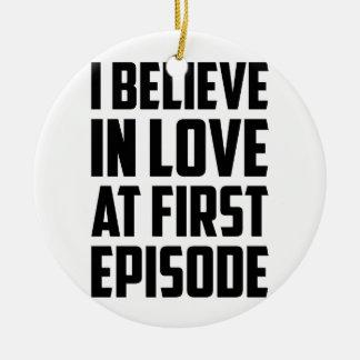 Ornamento De Cerâmica Amor no primeiro episódio