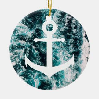 Ornamento De Cerâmica Âncora náutica no fundo da foto do oceano