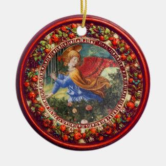 Ornamento De Cerâmica Anjo que recolhe o Natal floral vermelho da coroa
