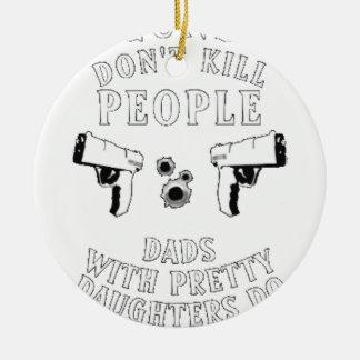 Ornamento De Cerâmica As armas não matam pessoas…