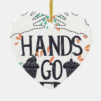 Ornamento De Cerâmica as mãos vão aqui