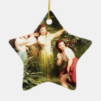 Ornamento De Cerâmica as meninas escondem no pântano