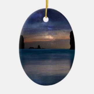 Ornamento De Cerâmica As rochas das agulhas sob o céu nocturno estrelado