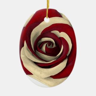Ornamento De Cerâmica Aumentou o vermelho