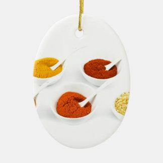 Ornamento De Cerâmica Bacias e colheres da porcelana com várias