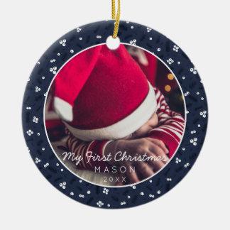 Ornamento De Cerâmica Bagas & pinho do quadro da foto do Natal do bebê