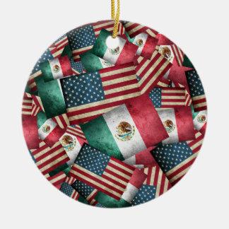 Ornamento De Cerâmica Bandeiras mexicanas/americanas afligidas - E.U. &