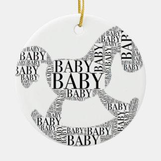 Ornamento De Cerâmica Bebê no cavalo de balanço