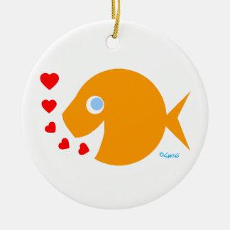 Ornamento De Cerâmica Beijos bonitos do peixe dourado dos desenhos