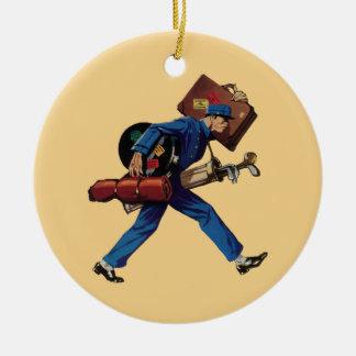 Ornamento De Cerâmica Bellhop do vintage no uniforme e na bagagem do