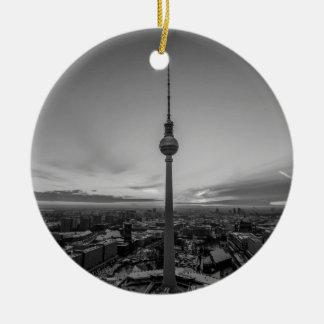 Ornamento De Cerâmica Berlim preto e branco no inverno