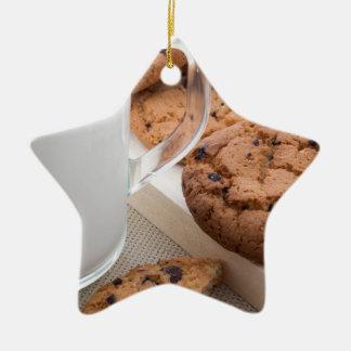 Ornamento De Cerâmica Biscoitos do leite e de farinha de aveia com